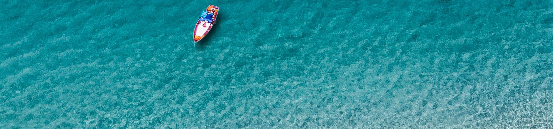 bateau-plage-camping-corse